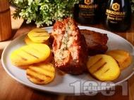 Крехки свински ребра в меден сос с печени картофи